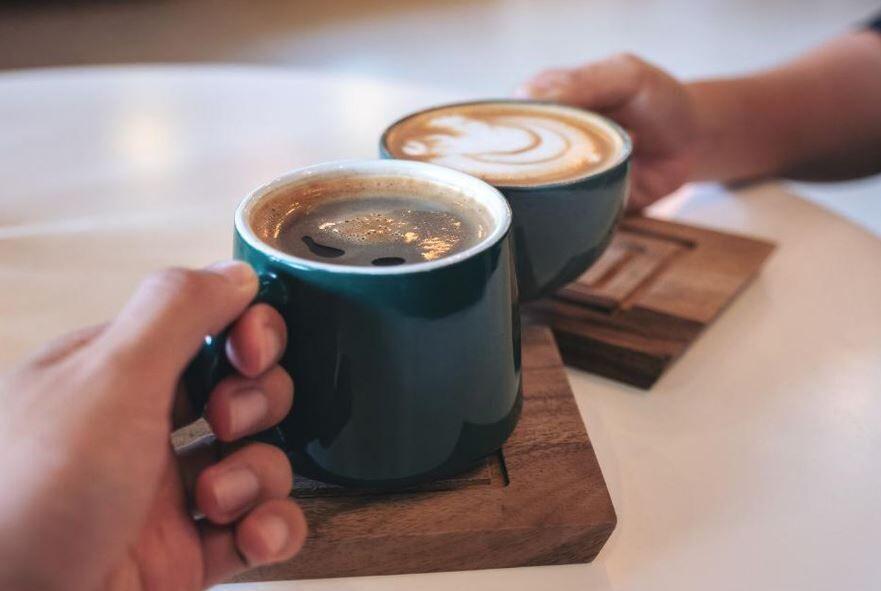 آیا نوشیدن قهوه ریسک ابتلا به کیست و سرطان سینه را کاهش میدهد؟
