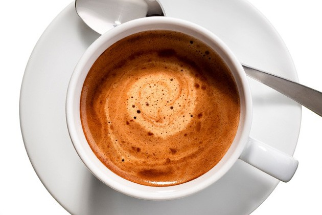 اضافه کردن شیر به قهوه؛ چه زمانی خوب است و چه زمانی بد؟